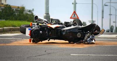 Meghalt egy motoros a 67-es úton Mernyénél