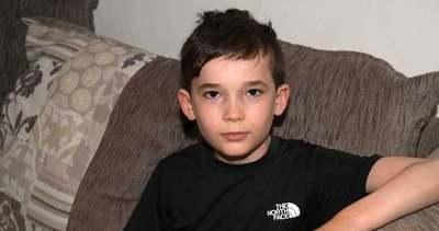 Megszakad a szív: rejtélyes betegség miatt kerekesszékbe került egy 10 éves kisfiú