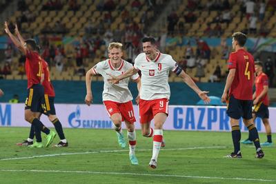 Lewandowski gólja és a kihagyott tizenegyes a spanyolok továbbjutásába kerülhet