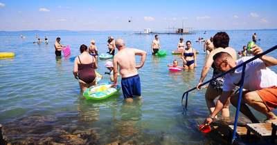 Megtelt a Balaton – hatalmas tömeg a kánikulai hétvégén