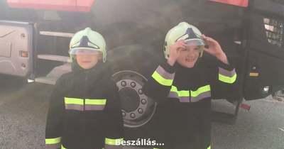 Tűzoltóautóval búcsúzott az ovitól a fehérvári Marci