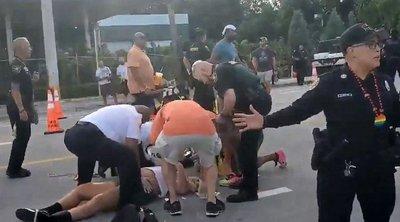 Borzalom: felvonulás nézői közé hajtott egy őrült autós