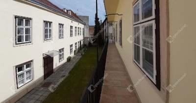 A soproni lakás, ahol egykor rum és likőr folyt….