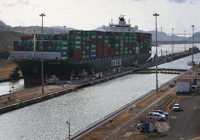 A korábbiaknál hosszabb hajók is áthaladhatnak a világ egyik legfontosabb csatornáján