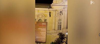 A Vígszínház tetejéről zuhant le egy férfi – mutatjuk a Tények drámai videóját!