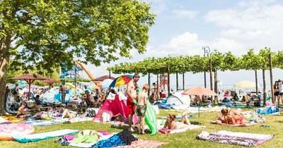 Tombolt a nyár a Balatonnál, tele voltak a strandok