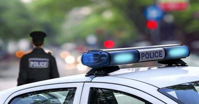 Fának csapódott egy autó Kéleshalomnál