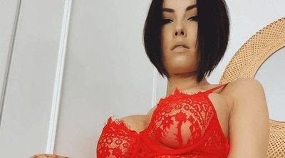 Lépten-nyomon terpeszt az erotikus modell – csoda, hogy még az albérletéből is mennie kell? – 18+ fotók