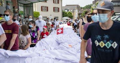 Hetven méteres nadrágot varrt egy svájci szabó (fotó)