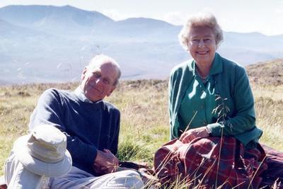 Apák napja alkalmából eddig nem látott fotókat osztott meg az angol királyi család