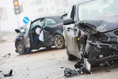 Brutális tragédia! Tizenöt autó csúszott össze, kilenc gyermek vesztette életét