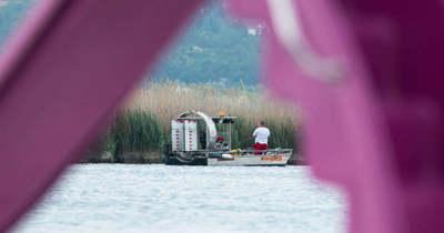 Borzalmas tragédia! Kisfiával ment vízibiciklizni, eltűnt egy apuka a Velencei tóban