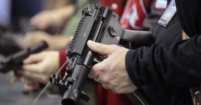 Fegyverekkel harcolnak a csehek az életükért