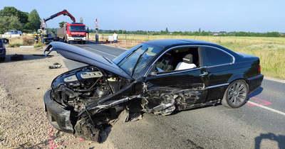 Frontálisan ütközött két autó Gencsapáti közelében – fotók, videó