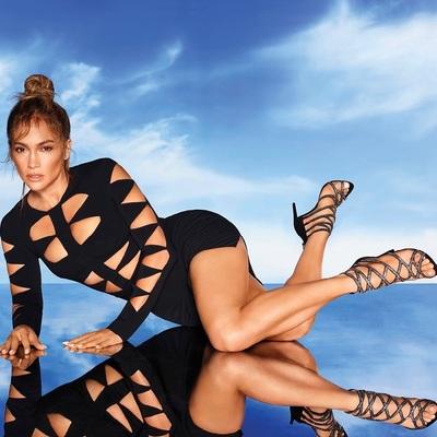 Nem semmi, amit Jennifer Lopez visel a medence partján - Fotó