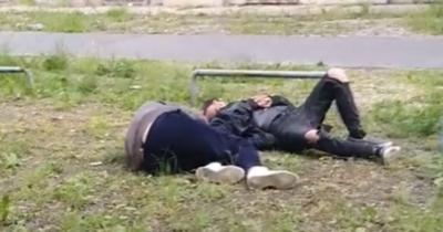 Mikor lesz ennek vége? Részeg hajléktalanok fetrengenek a XI. kerületben – Videó!