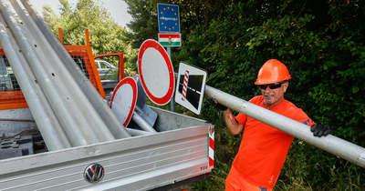 Újra szabad lesz az átjárás – Vas megyében is bontják a torlaszokat