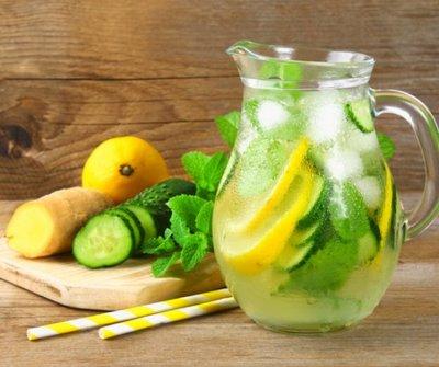 A nyár slágere ez a frissítő uborkás ital, amivel még fogyni is lehet