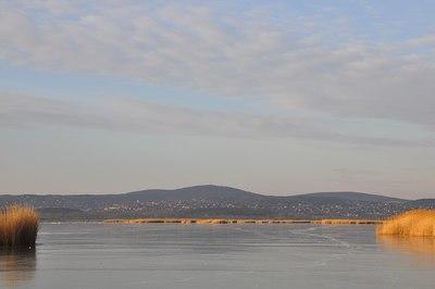 Vízben eltűnt embert keresnek a Velencei-tóban