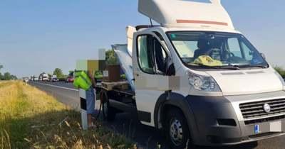 Horrorbaleset az M0-son, autóba csapódott a teherautó dobozos felépítménye – Fotók!