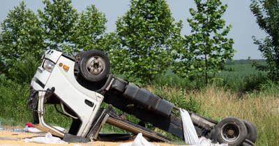 Brutális baleset: hárman megsérültek az 55-ös úton – Fotók