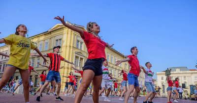 Puskás flashmob a Klauzál téren – Fotók