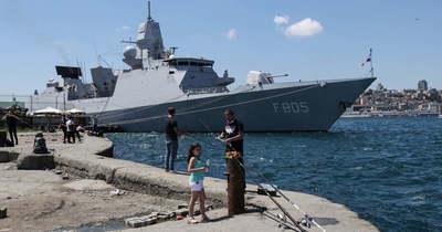 Az orosz hadsereg figyelmeztető lövést adott le egy brit hajóra