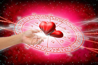 Forr a levegő, izzik a szenvedély. Kinek ígérnek most szerelmet a csillagok?
