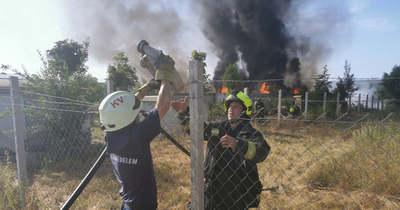 Nagy lángokkal és fekete füsttel ég a hulladéklerakó Kaposváron