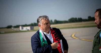 Orbán Viktor a reptérről üzent a magyar válogatottnak