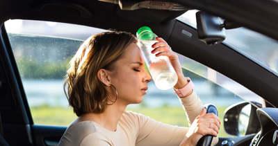 Nagyon figyelj erre a 6 dologra, ha hőségben kell autót vezetned