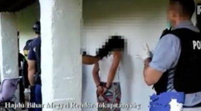 Miféle beteg elme képes ilyesmire? Pénzért árulta 12 éves féltestvére testét egy furtai férfi: két pedofil is közösült vele - 18+ Videó