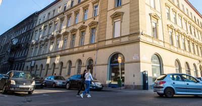 Most érkezett! Anyaszült meztelen férfi sétálgatott Budapesten, videóra vették