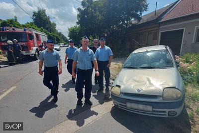 Autó alá szorult férfi életét mentették meg a váci börtönőrök