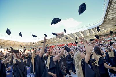 Eldőlt: nyelvvizsga nélkül is átvehető a diploma