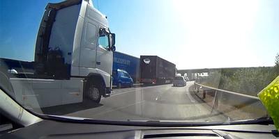 Majdnem ledarálta egy kamion az M0-son, ijedtében neki is volt rögtön egy pofátlan húzása - videó