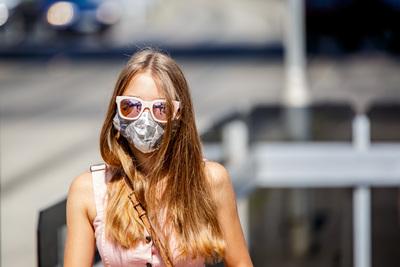 5,5 millió beoltott felett megszűnik a kötelező maszkhasználat