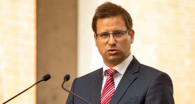 Gulyás Gergely: Nem a melegekről, hanem a gyermekek védelméről szól a magyar jogszabály