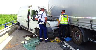 Két kisteherautó és egy kamion ütközött az M5-ösön