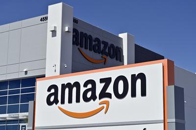 Rejtélyes csomagok zúdultak egy amerikai nő háza elé, az Amazon küldte azokat