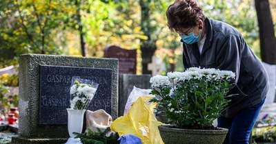 Virágokat, koszorút is elvittek a tolvajok