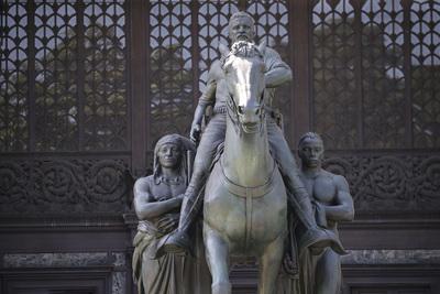 A radikális baloldal eltávolította az egyik legnagyobb amerikai elnök szobrát New Yorkban