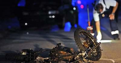 Autóval ütközött a motoros, mindkét jármű kigyulladt
