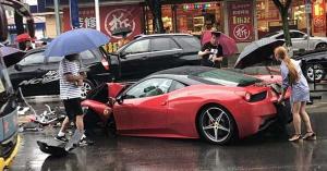 200 milliós Ferrarit bérelt, az első méteren rommá törte – VIDEÓ