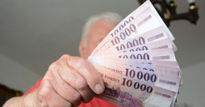 20 milliót csaltak ki az idősektől