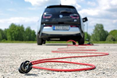 Riasztást adtak ki az elektromos autók kapcsán, néhány év múlva komoly gond lehet