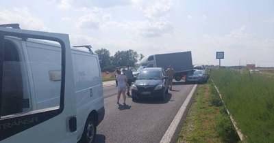 Négyes karambol történt az M1-es autópályán – Több kilométeres a kocsisor – fotók