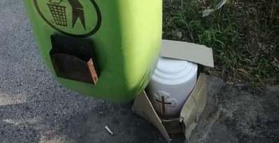 Morbid utolsó út: urnát fotóztak egy utcai szemetes mellett a III. kerületben