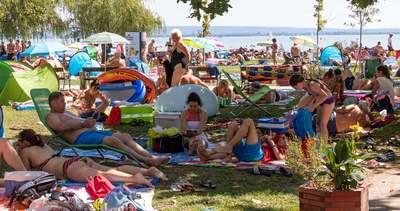 Felfüggesztették négy velencei-tavi strand működését!