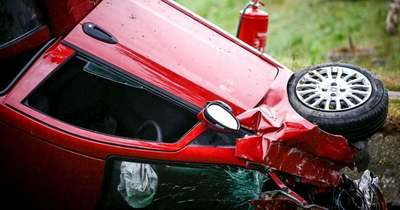 Árokba hajtott egy autó a 77-esen Tótvázsonynál